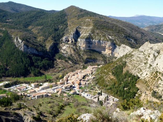 Orpierre_village_falaises